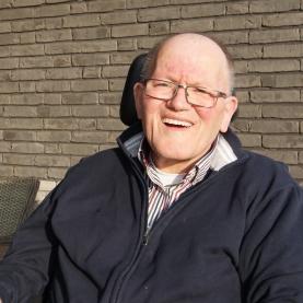Jan woont bij Maasveld en bezorgt daarnaast de post